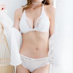 Ukawaii ファッションセクシー調節可フロントホック透かし彫りレースブラ・ショーツセット